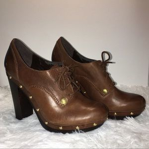 ✨ Vince Camuto Brown boot w/ heel